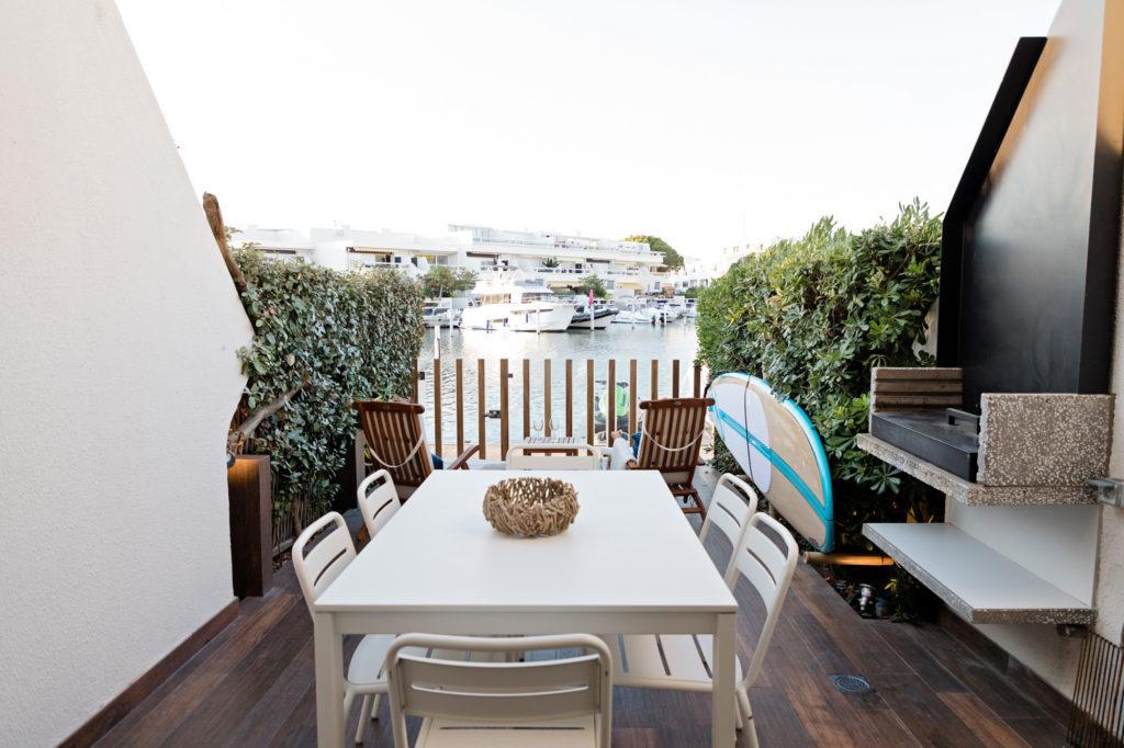 NS Guesthouse - Marina haut de gamme à Port Camargue France - La terrasse privée