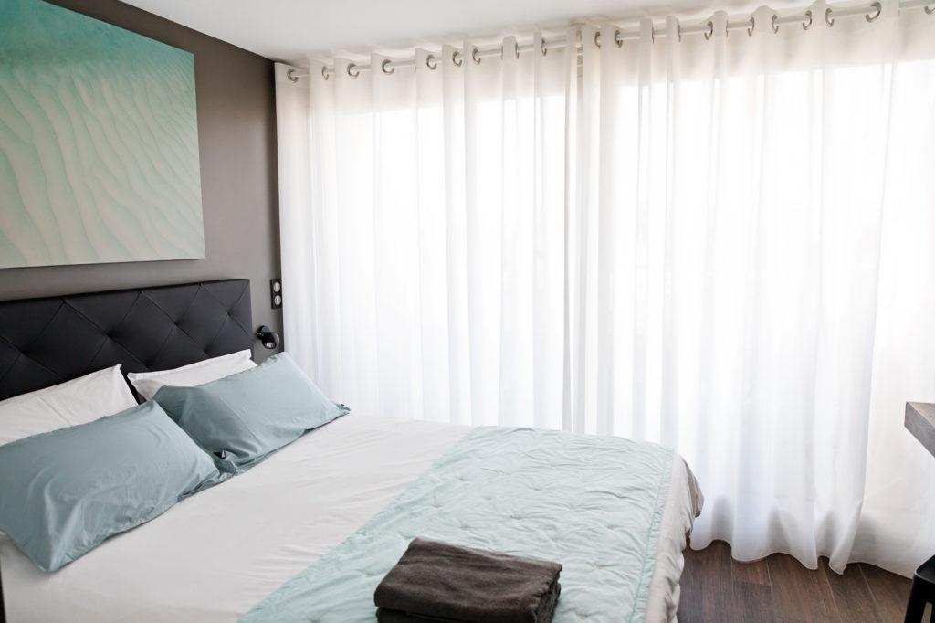NS Guesthouse - Marina haut de gamme à Port Camargue France - La chambre parentale