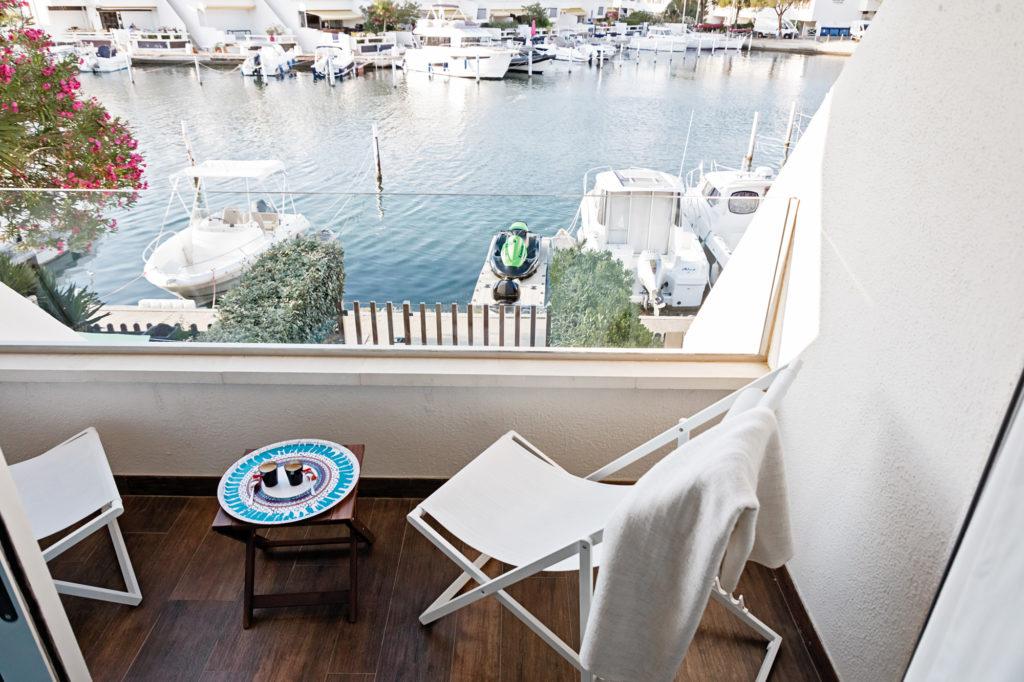 NS Guesthouse - Marina haut de gamme à Port Camargue France - Le terrasse de la chambre