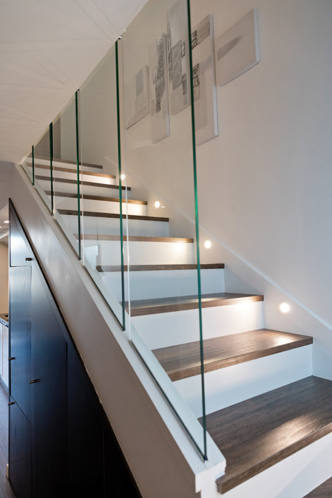 NS Guesthouse - Marina haut de gamme à Port Camargue France - L'escalier