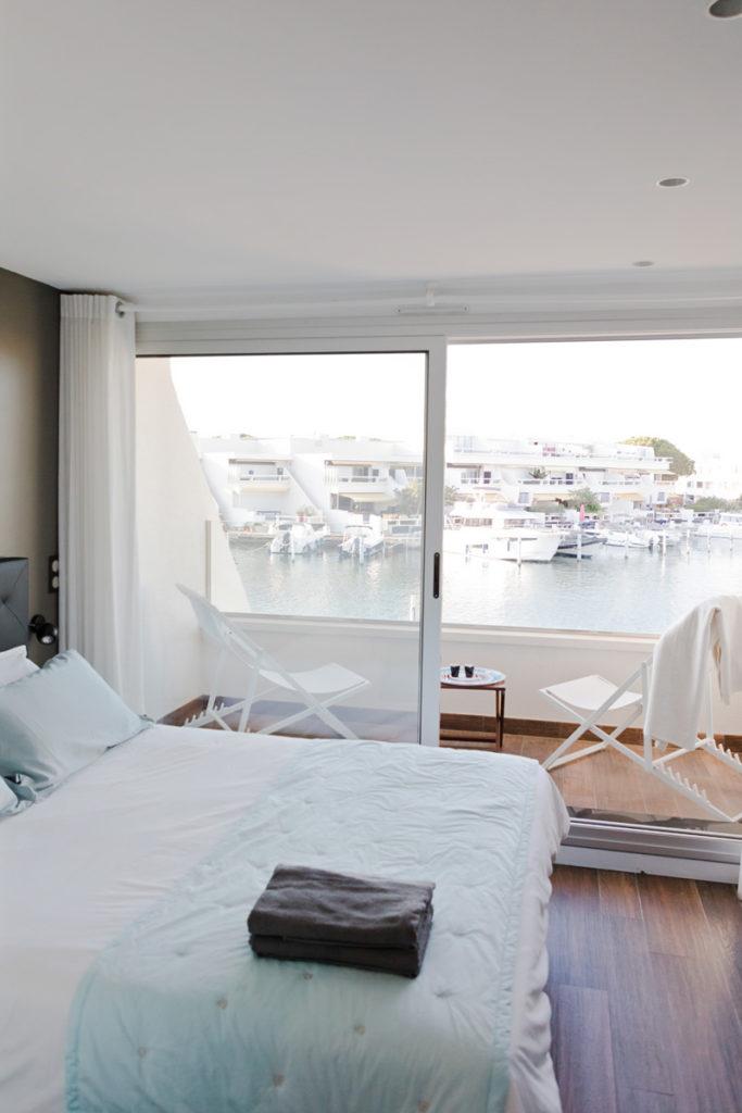 NS Guesthouse - Marina haut de gamme à Port Camargue France - La chambre avec terrasse
