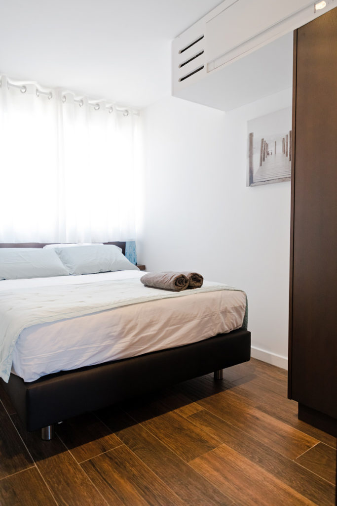 NS Guesthouse - Marina haut de gamme à Port Camargue France - Le lit double